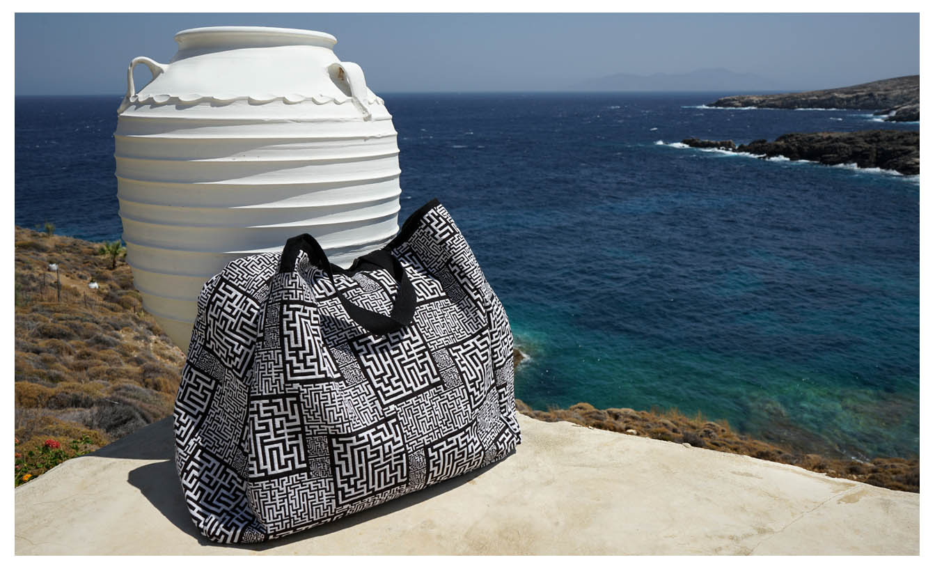 Theta - Shopping in Serifos