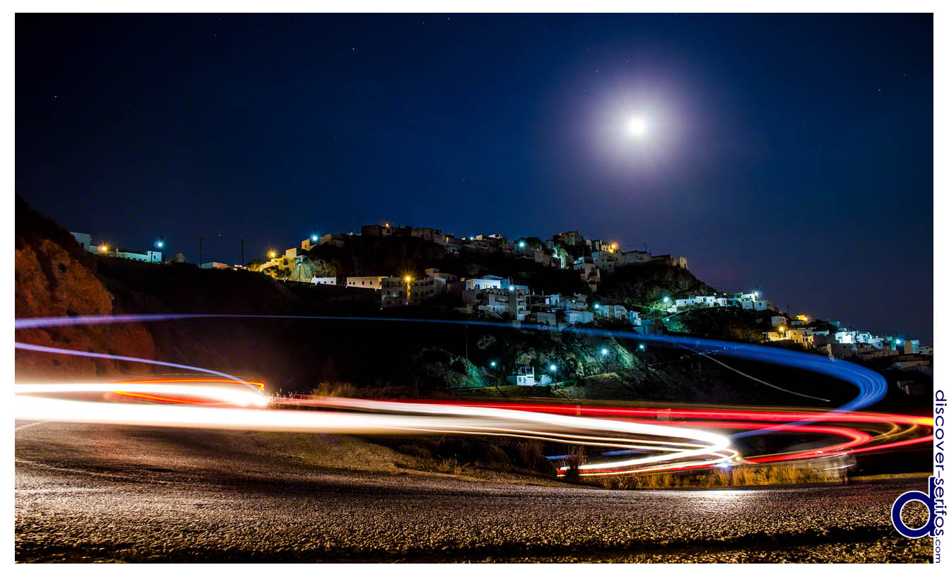 Serifos - Moon and traffic in Chora