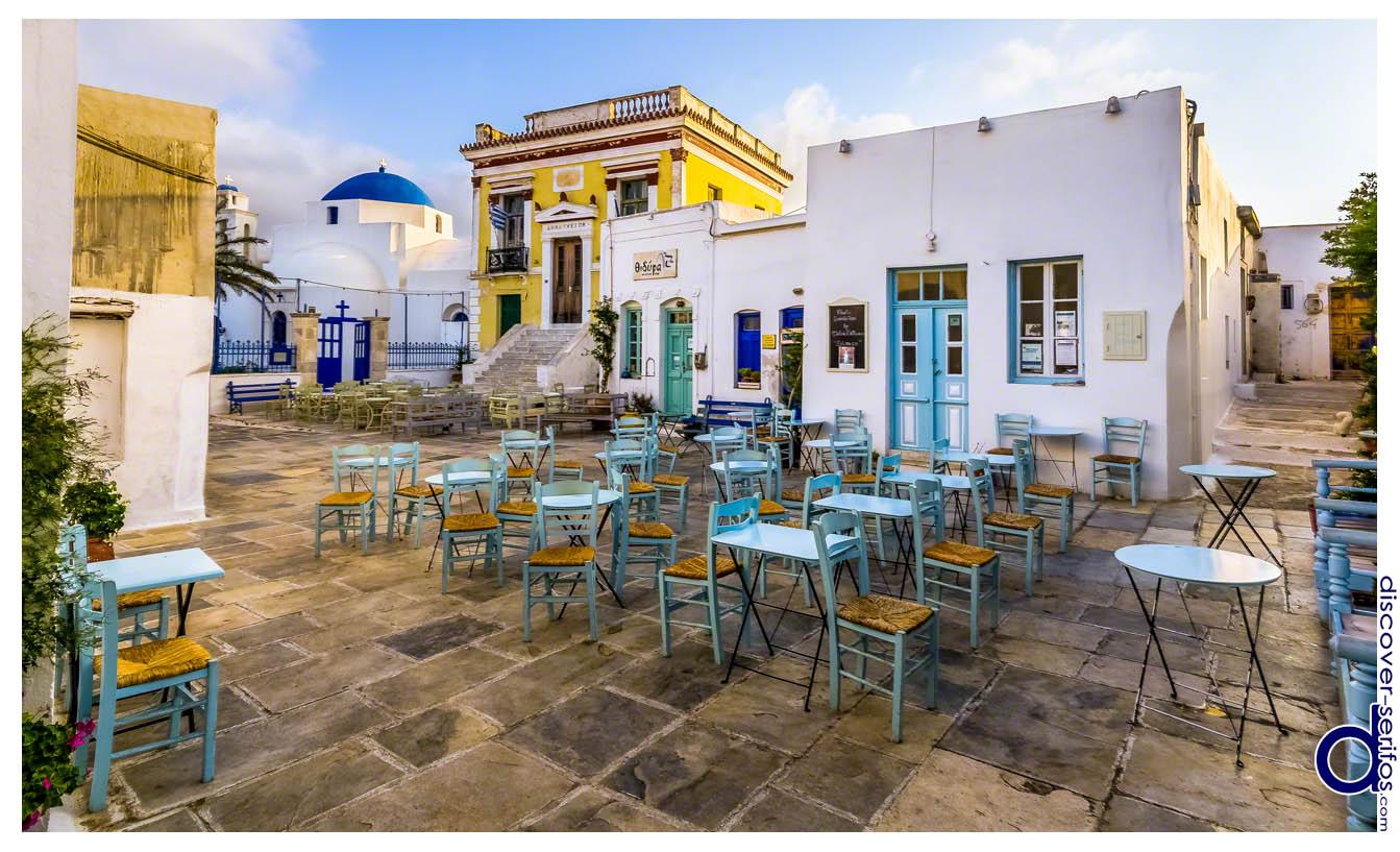 Πάνω Πιάτσα Σερίφου - Άγιος Αθανάσιος και Δημαρχείο