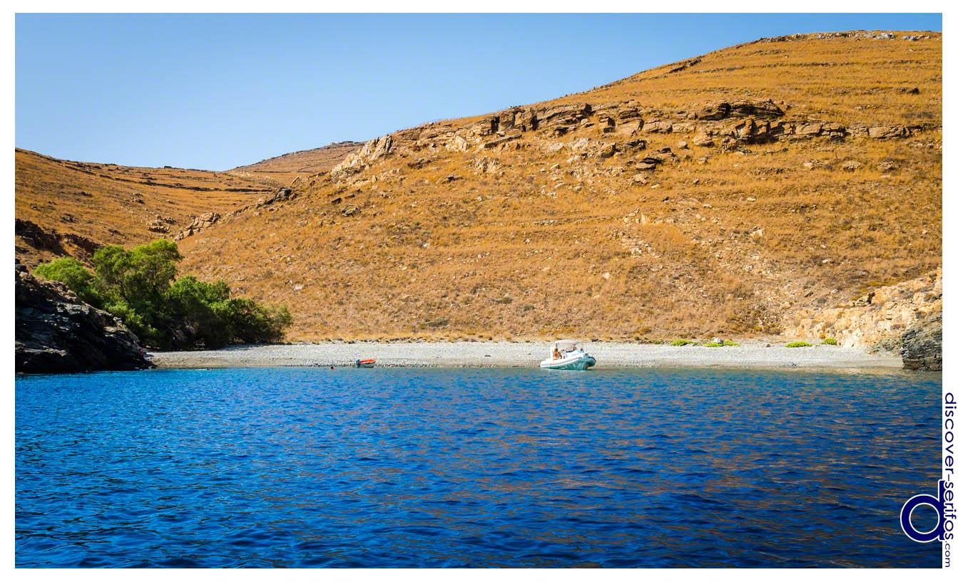 Παραλία Αχλάδι στη Σέριφο